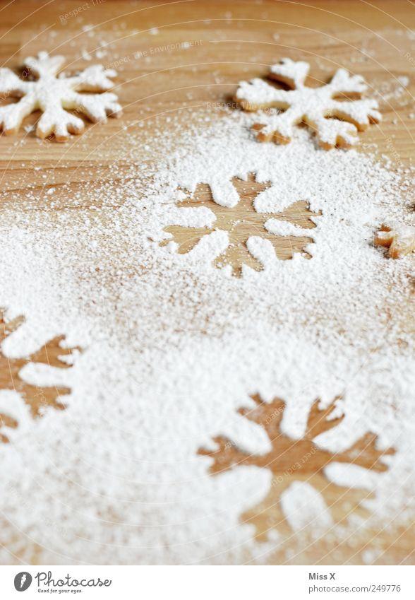 joah is denn heit scho Weihnochtn? Lebensmittel Teigwaren Backwaren Ernährung lecker süß Puderzucker Schneeflocke Zucker Plätzchen Weihnachtsgebäck Abdruck