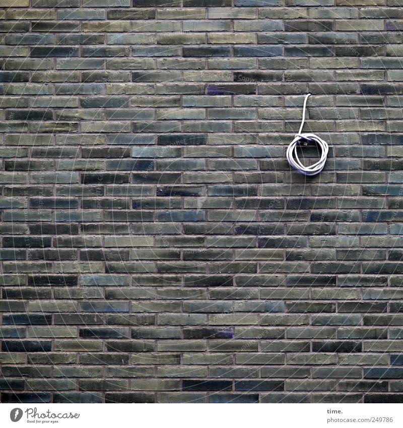 Sparbeschluss Einsamkeit Wand Mauer Kabel rund Backstein Loch hängen parallel Plan Strukturen & Formen unvollendet Vorbereitung befestigen