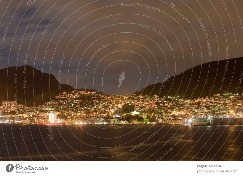 BERGEN Weitwinkel Bergen Stadt Nacht Dämmerung Atlantik Hafenstadt Europa Norwegen Langzeitbelichtung Reflexion & Spiegelung Wasseroberfläche Wasserspiegelung