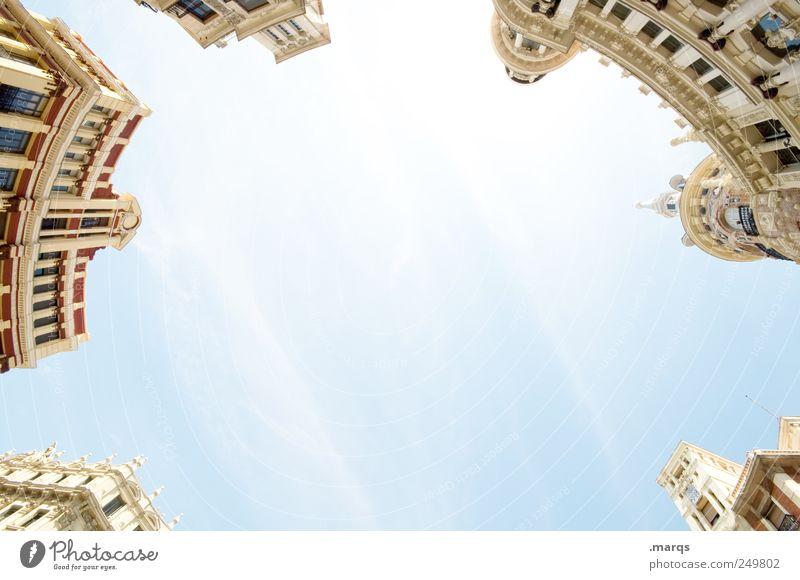 Gipfeltreffen Himmel alt Ferien & Urlaub & Reisen Haus Architektur Gebäude hell elegant Fassade groß Lifestyle Perspektive Häusliches Leben Macht rund