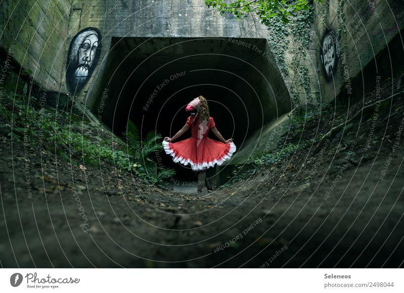 hello world Mensch Graffiti feminin Kleid Karneval gruselig Tunnel Halloween Monster