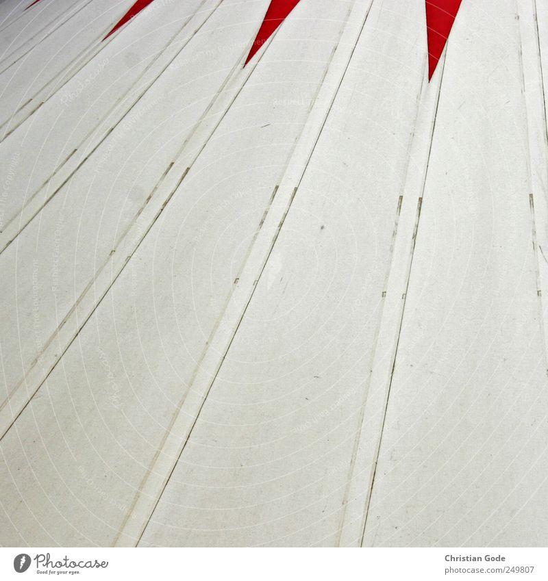 Zirkuswelt weiß rot Gebäude Linie Dach Show Spitze Bauwerk Quadrat Theater Statue Bühne Veranstaltung Marktplatz