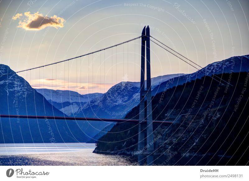 Norwegische Morgenstimmung Landschaft Wasser Himmel Wolken Horizont Felsen Berge u. Gebirge Fjord Brücke Pylon Kreuzfahrt gigantisch Unendlichkeit Stimmung