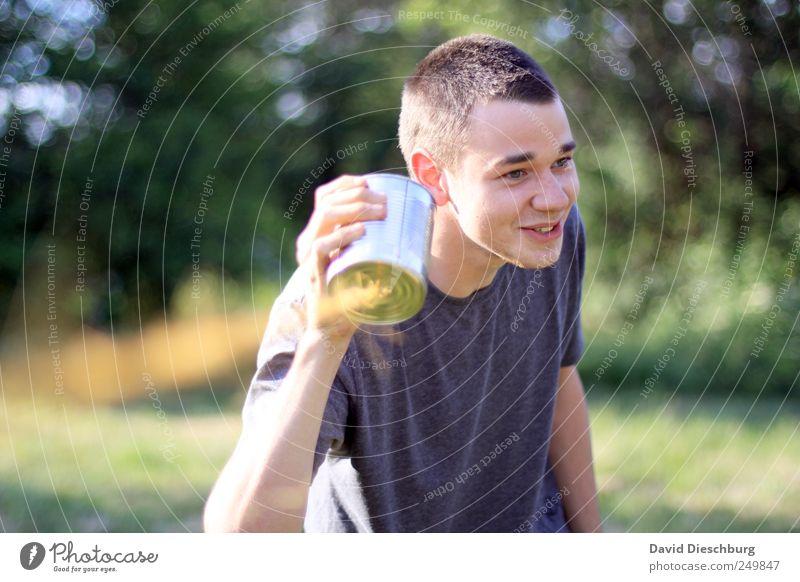 Dreckiger Witz... Spielen Telekommunikation sprechen Telefon Headset Mensch Junger Mann Jugendliche 1 18-30 Jahre Erwachsene Freude lachen grinsen