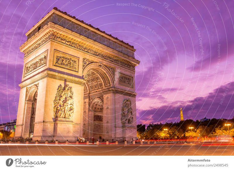 Triumphbogen bei Sonnenuntergang mit violettem Himmel Ferien & Urlaub & Reisen Tourismus Sightseeing Kultur Landschaft Architektur Denkmal Straße dunkel