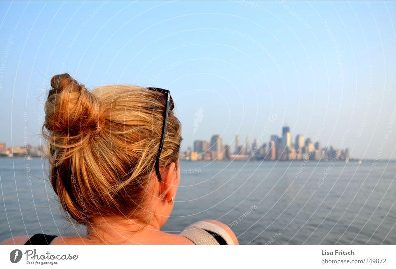 fernweh Mensch Jugendliche Wasser Ferien & Urlaub & Reisen Erwachsene Ferne Leben feminin Junge Frau Freiheit träumen 18-30 Jahre Hochhaus Tourismus beobachten