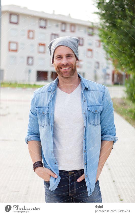 Lässiger Typ Lifestyle Stil Haare & Frisuren Gesicht Erholung Sommer Mensch maskulin Junge Mann Erwachsene Natur Park Straße Mode Hemd Jeanshose Vollbart