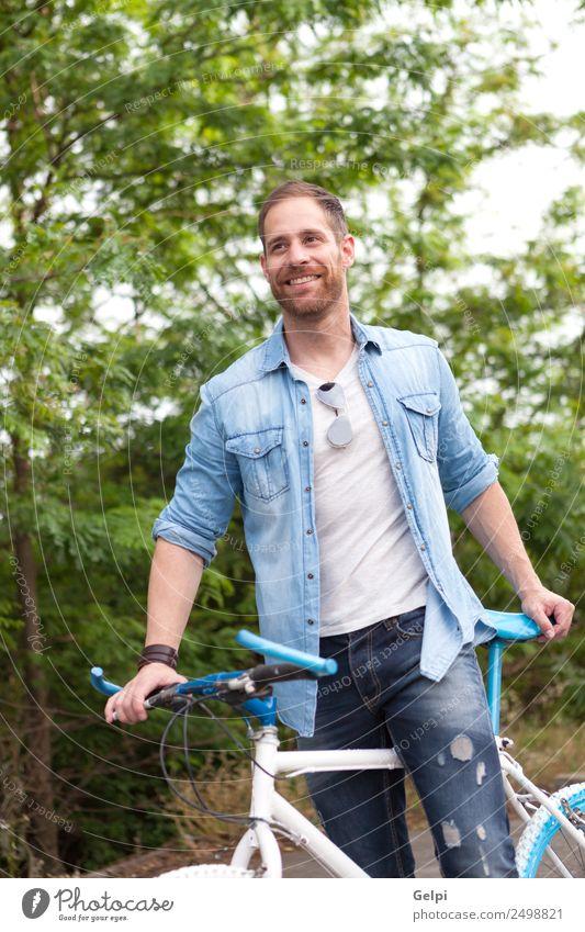 Lässiger Typ Lifestyle Freude Glück Freizeit & Hobby Ferien & Urlaub & Reisen Sommer Sport Fahrradfahren Mensch Mann Erwachsene Natur Park Verkehr Straße