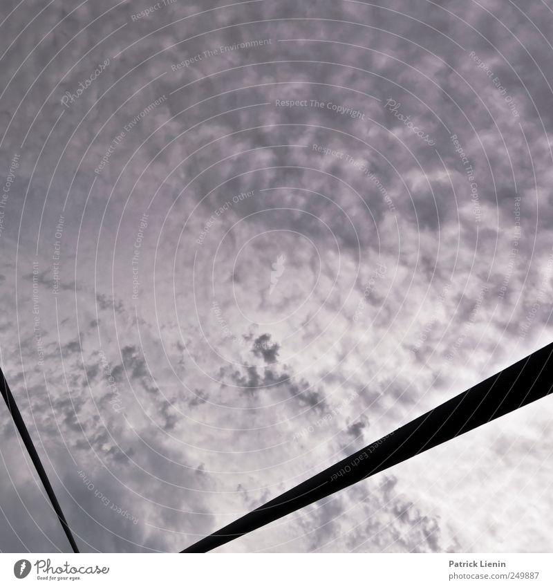 knapp unterm Dach Himmel Wolken Umwelt Bewegung Kunst Wetter Zufriedenheit elegant Seil ästhetisch Klima entdecken Unwetter skurril Stress bizarr