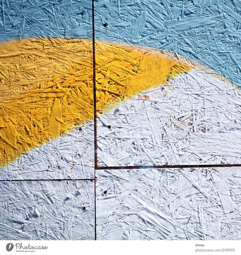 Honig in der Arktis Kunst Kunstwerk Holz Kreuz blau gelb weiß Farbe Farbstoff Bauplatte Spanplatte Fuge Bauzaun gesprüht horizontal vertikal Farbschicht