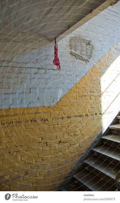 mehr Fingerspitzengefühl Haus Wand Stein Mauer Metall Treppe Fabrik hängen Unterwäsche Haken BH
