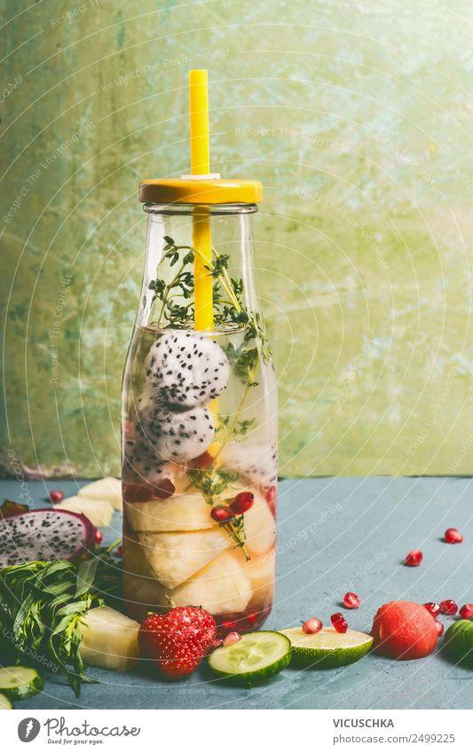 Flasche mit Obst und Kräuter Wasser Lebensmittel Frucht Kräuter & Gewürze Ernährung Bioprodukte Vegetarische Ernährung Diät Getränk Erfrischungsgetränk