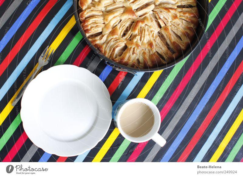 Apfelschwemme und ihre Folgen Lebensmittel Kuchen Ernährung Kaffee Teller Tasse Gabel wählen Duft genießen trinken rund blau mehrfarbig gelb grün rot schwarz