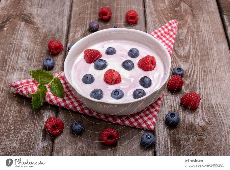 Joghurt mit frischen Früchten Lebensmittel Milcherzeugnisse Frucht Picknick Bioprodukte Vegetarische Ernährung Schalen & Schüsseln Becher Gesundheit Holz Essen