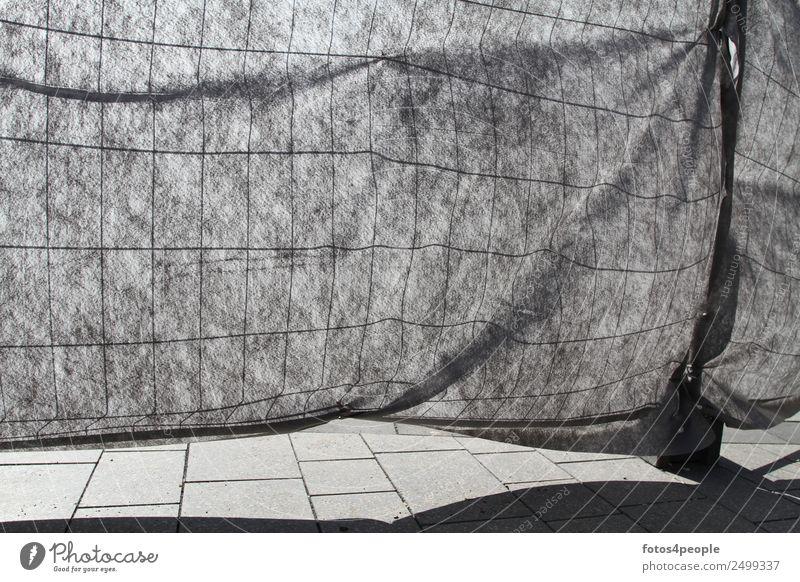 Bauzaun Sichtschutzabsperrung Zeichen Zaun bedrohlich trashig grau bizarr Politik & Staat Rätsel skurril stagnierend Surrealismus Zukunft abgeschirmt Schutz