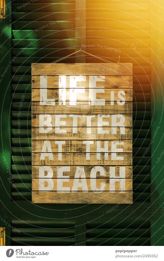 LIFE IS BETTER AT THE BEACH grün Haus Freude Fenster Lifestyle gelb Gesundheit Gefühle Holz Glück Häusliches Leben Zufriedenheit Linie Schriftzeichen