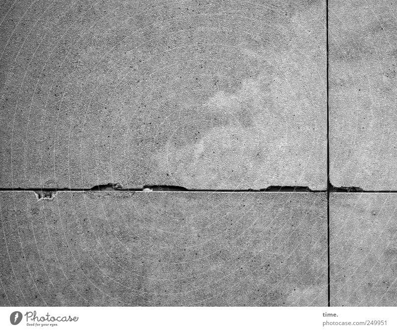 Küstennebel mit Maurerlot alt Wand grau Mauer Rücken Fassade Beton Hochhaus Riss Fleck Oberfläche gefleckt Bruch Abnutzung Färbung Schwarzweißfoto