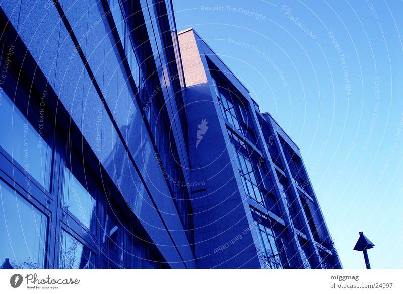 Sch Himmel Bankgebäude Gebäude Architektur Fassade Fenster Stahl kalt modern blau Granit Laterne partnerport walldorf blue Farbfoto Außenaufnahme