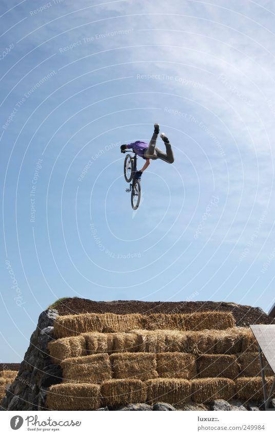Dirt Jump Freizeit & Hobby Freiheit Fahrradfahren fliegen springen sportlich Coolness gefährlich Bewegung Leichtigkeit Rad BMX Mountainbike Funsport Himmel