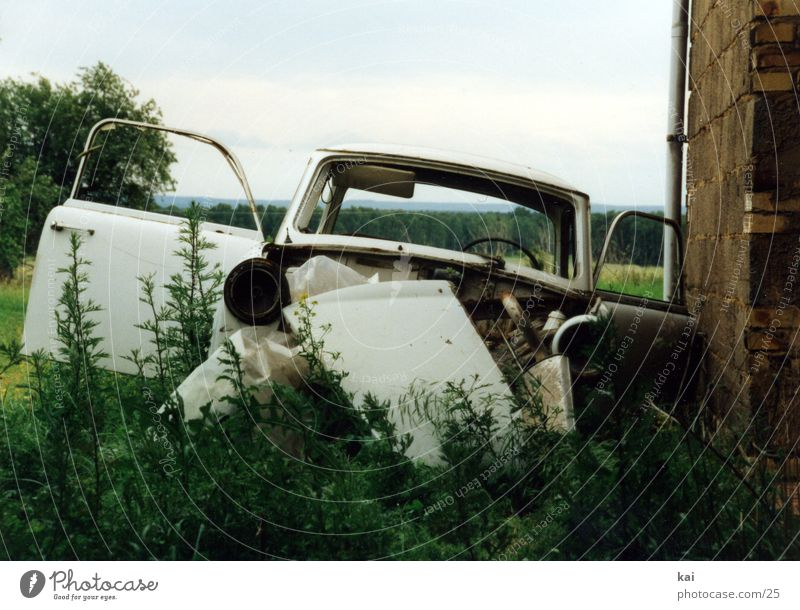 Trabant alt PKW DDR Osten kultig Schrott Trabbi Autoverwertung Autowrack Müllentsorgung schrottreif