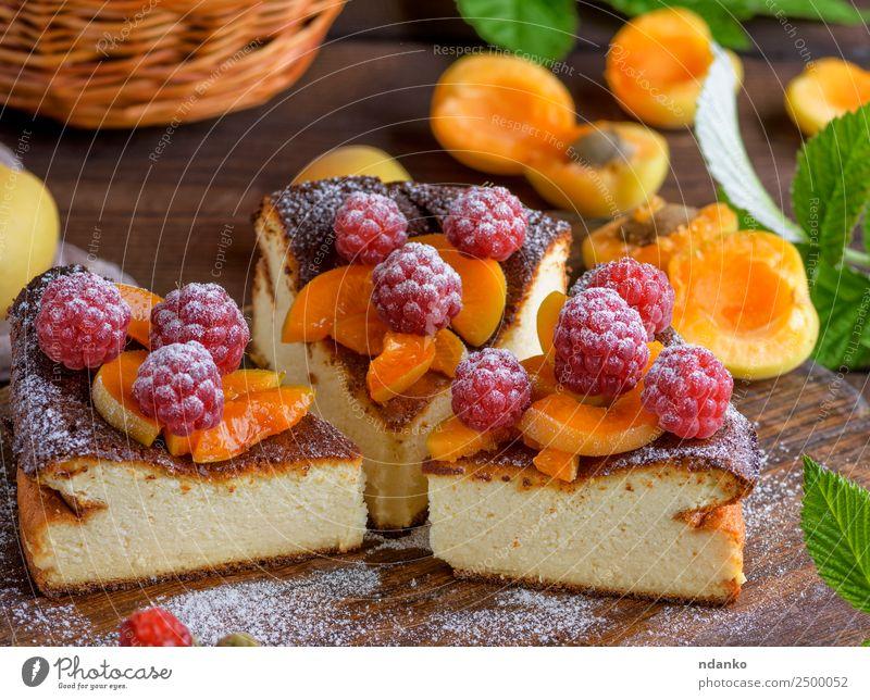 Stückchen Hüttenkäsekuchen Käse Frucht Kuchen Dessert Ernährung Tisch frisch hell lecker braun rot weiß Farbe Himbeeren Aprikose Käsekuchen Beeren Lebensmittel