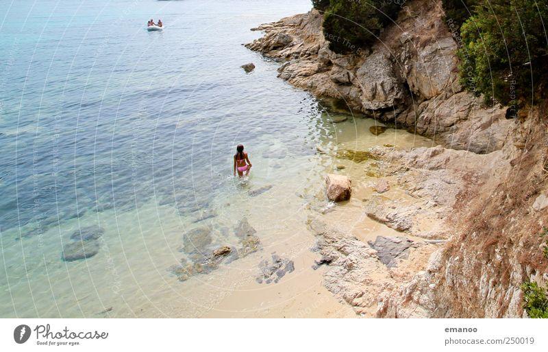 ein Boot wird kommen Mensch Wasser Meer Ferien & Urlaub & Reisen Sommer Strand Landschaft Freiheit Felsen warten Schwimmen & Baden Insel Tourismus stehen Bucht