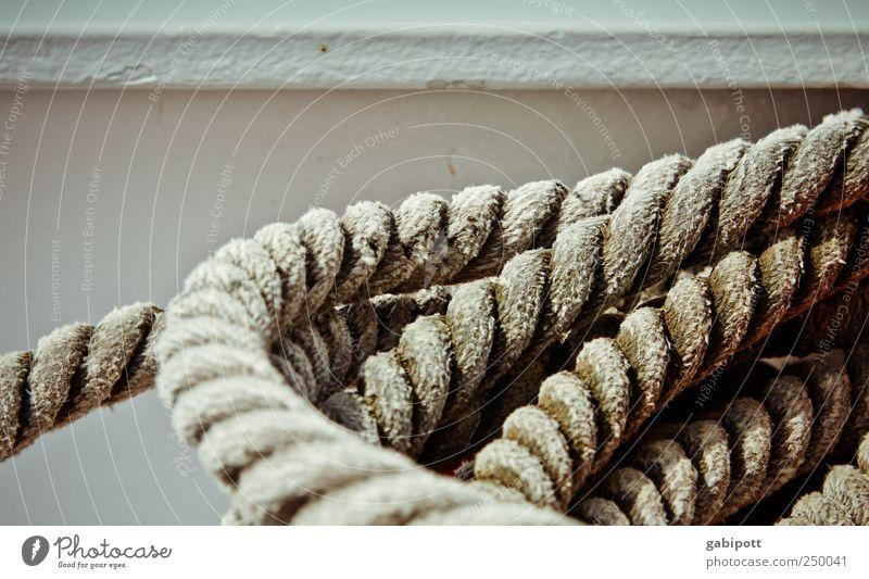 Leinen los Seil liegen Sicherheit Kreis Schnur stark Schifffahrt Halt Absicherung Anker gedreht Kurvenlage An Bord