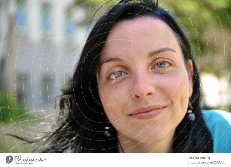 who makes me smile? schön feminin Junge Frau Jugendliche 1 Mensch 18-30 Jahre Erwachsene Ohrringe schwarzhaarig Beratung Denken Erholung Lächeln lachen