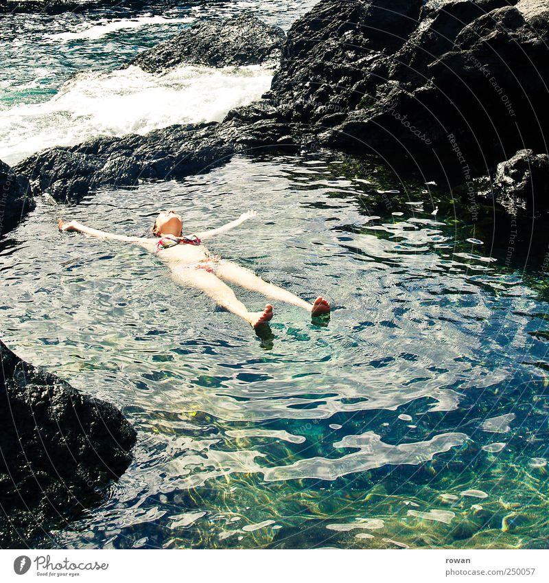 entspannen Mensch Natur Jugendliche Wasser Ferien & Urlaub & Reisen Erholung Landschaft Gesundheit Zufriedenheit Felsen Schwimmen & Baden Fluss Wellness