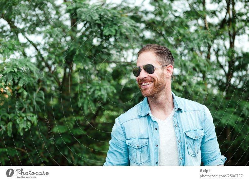 Lässiger Typ Lifestyle Stil Glück Haare & Frisuren Gesicht Erholung Sommer Mensch maskulin Junge Mann Erwachsene Natur Park Mode Hemd Sonnenbrille Vollbart