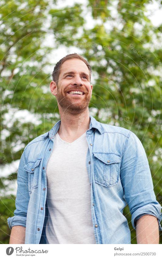 Lässiger Typ Lifestyle Stil Glück Haare & Frisuren Gesicht Erholung Sommer Mensch maskulin Junge Mann Erwachsene Natur Park Mode Hemd Jeanshose Vollbart