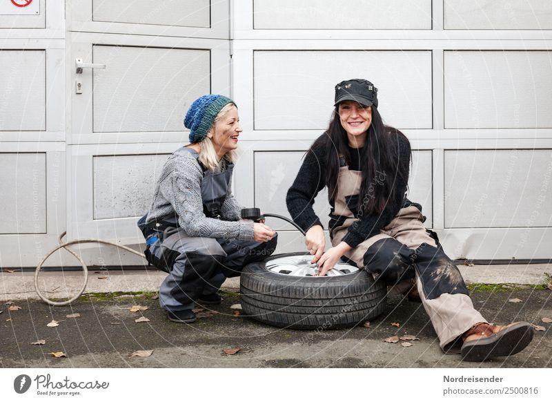 on the road again | Plattfuß Lifestyle Arbeit & Erwerbstätigkeit Arbeitsplatz Dienstleistungsgewerbe Werkzeug Mensch feminin Junge Frau Jugendliche Leben 2