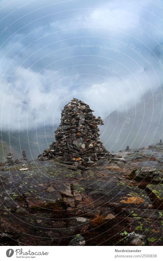 Steinig | Wegzeichen Meditation Ferien & Urlaub & Reisen Berge u. Gebirge wandern Klettern Bergsteigen Natur Landschaft Urelemente Luft Wasser Gewitterwolken