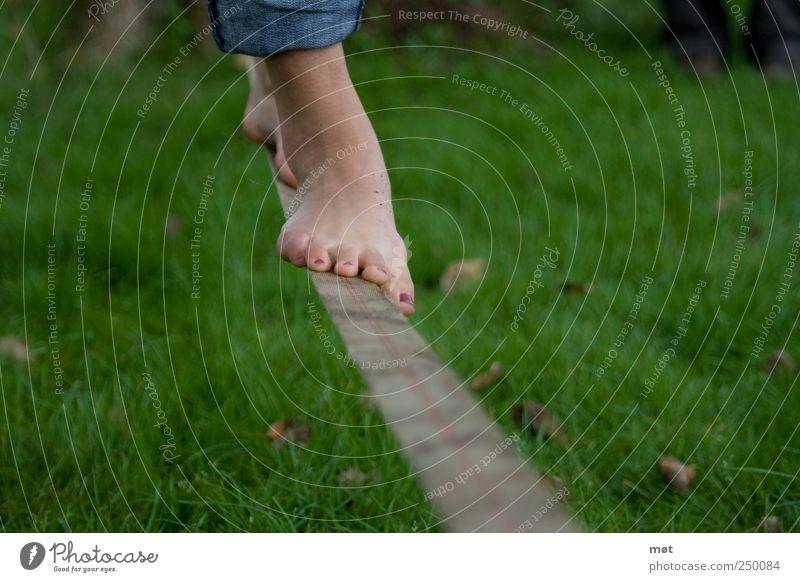 Slackline Mensch Frau Jugendliche Erwachsene Sport Spielen Fuß Freizeit & Hobby Seil Lifestyle 18-30 Jahre Junge Frau Konzentration Fitness Gleichgewicht