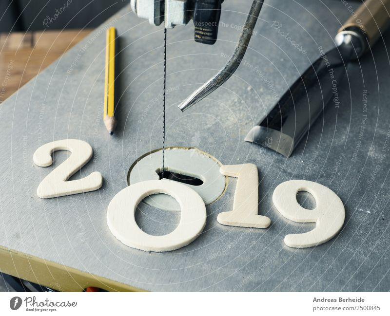 Kreatives Jahr 2019, Säge, 2019 aus Holz, Bleistift, Stechbeitel Weihnachten & Advent Winter Hintergrundbild Business Schriftzeichen Kreativität Erfolg