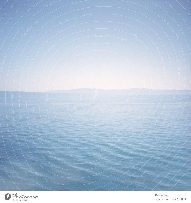 Meer Himmel Wasser blau Sommer Meer Berge u. Gebirge Küste Wellen nass frisch Insel Schönes Wetter Wolkenloser Himmel