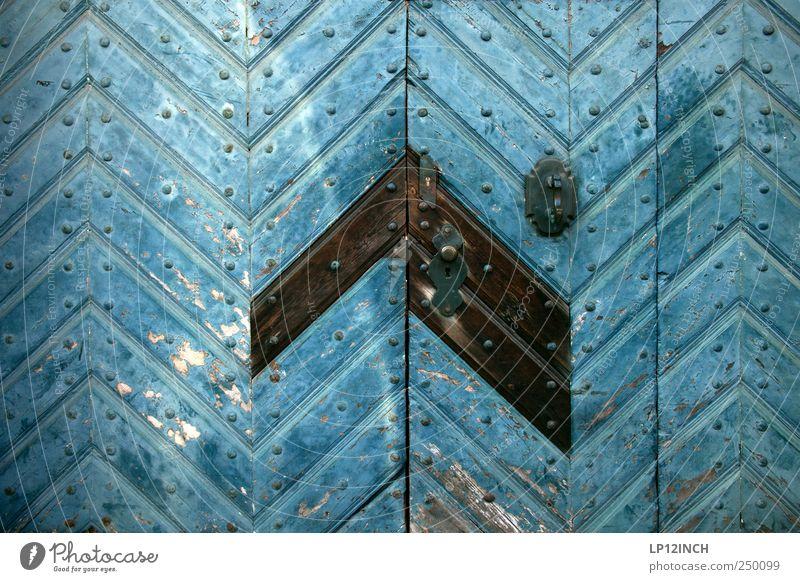 The Doors IX blau kalt Holz Tür retro Tor Eingang trashig Griff Altstadt Lüneburg