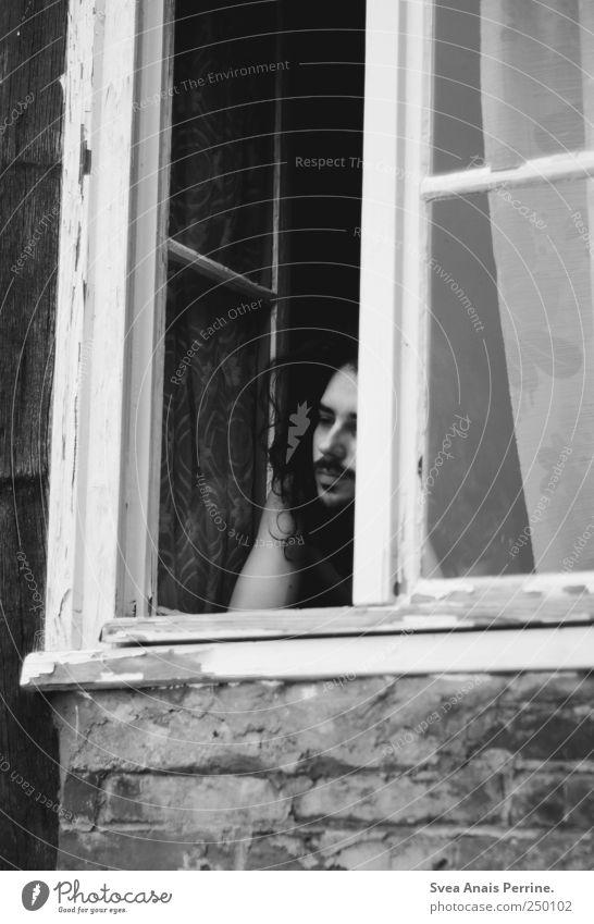 das ende, maskulin 1 Mensch 18-30 Jahre Jugendliche Erwachsene Haus Bauwerk Autofenster Fensterscheibe Fensterbrett Mauer Fensterrahmen Gardine Vorhang Denken