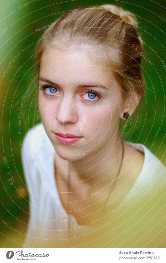 grünerschimmer. Mensch Jugendliche schön Sommer Gesicht Auge Umwelt feminin Haare & Frisuren blond natürlich einzigartig Junge Frau Schönes Wetter Mut