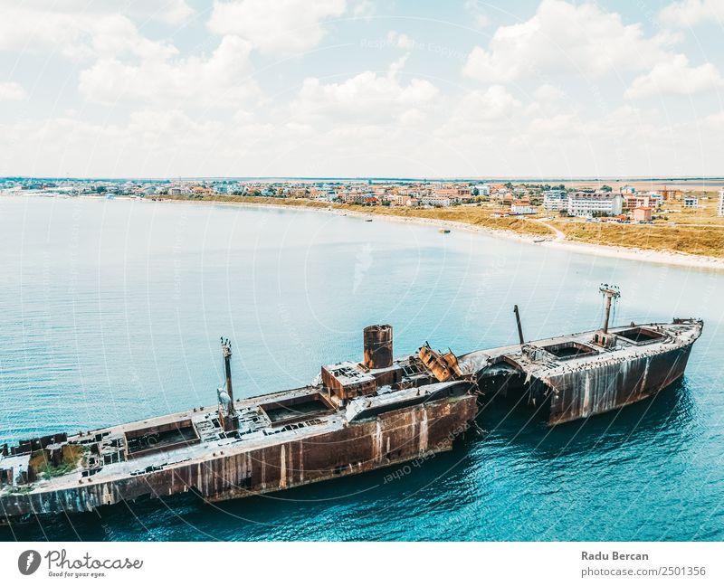 Luftbilddrohne Ansicht des alten Schiffbruch-Geisterschiffes Wasserfahrzeug schiffbrüchig Strand Schiffswrack Meer Verlassen Ferien & Urlaub & Reisen Landschaft