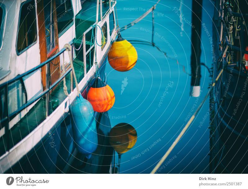 Hafenatmosphäre mit bunten Fendern Schifffahrt Bootsfahrt Sportboot Motorboot Segelboot Jachthafen Seil An Bord Ferien & Urlaub & Reisen Güterverkehr & Logistik