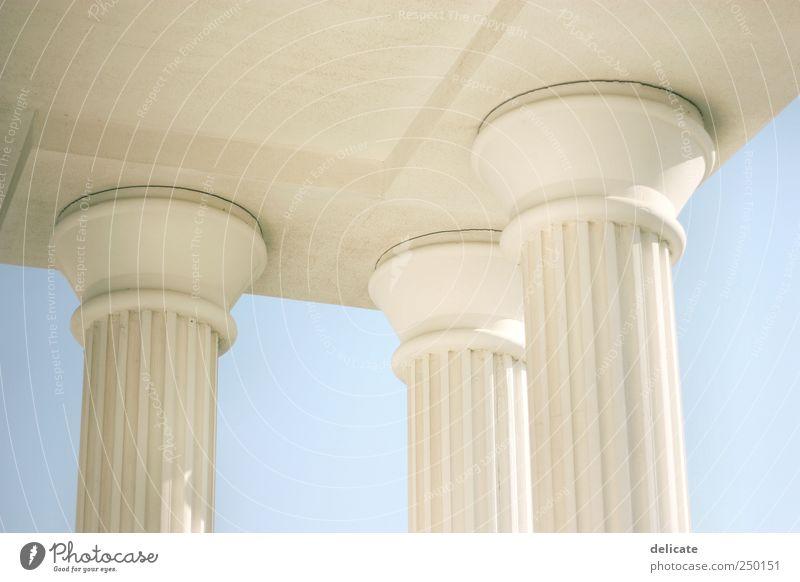 Säulen Himmel Bauwerk Gebäude Architektur Säulenkapitell römische Architektur blau weiß Türkei Hotel Säulenordnung Blauer Himmel Farbfoto Außenaufnahme