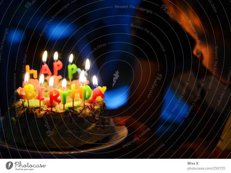 Alles Gute kleiner Luis Mensch Kind Ernährung Lebensmittel Stimmung Familie & Verwandtschaft hell Feste & Feiern Kindheit Geburtstag süß Kerze leuchten Kleinkind Kuchen lecker