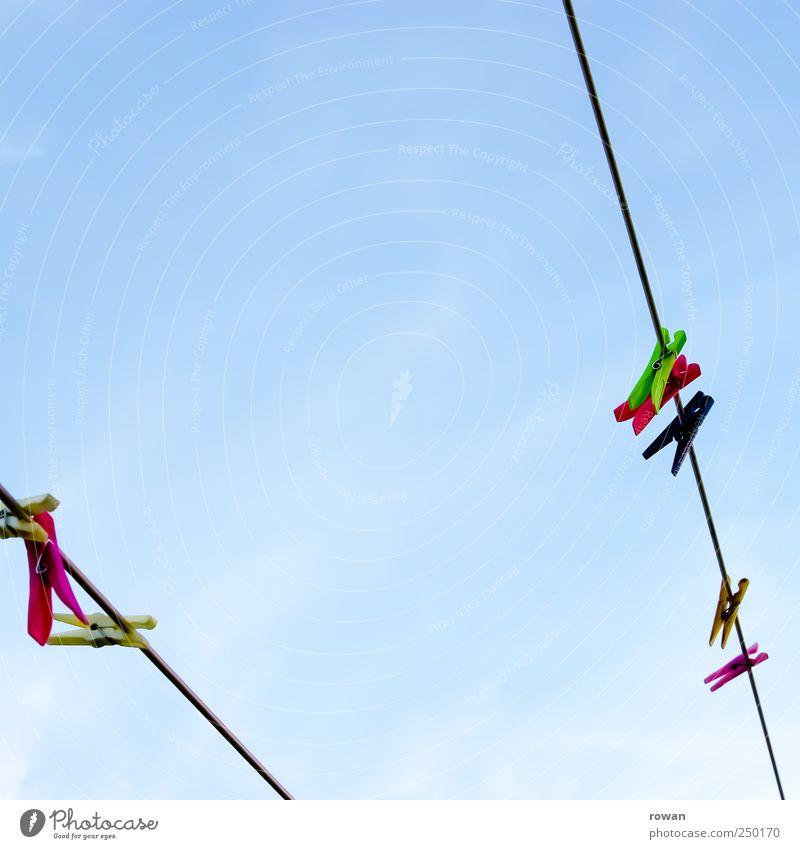 waescheleine Himmel Seil Kunststoff Reihe Wäsche trocknen Wäscheleine Wolkenloser Himmel Wäscheklammern