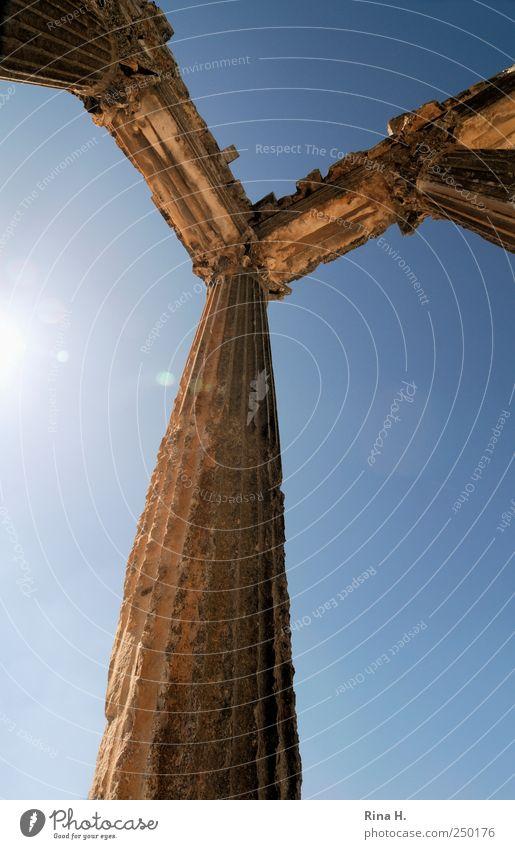 Nichts ist für die Ewigkeit blau Ferien & Urlaub & Reisen gelb Architektur Ausflug Tourismus authentisch Vergänglichkeit leuchten Vergangenheit historisch Säule Rom Sightseeing Sehenswürdigkeit antik