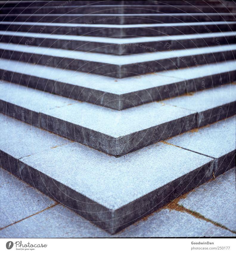 Aufwärts. kalt Stein Beton modern Treppe eckig