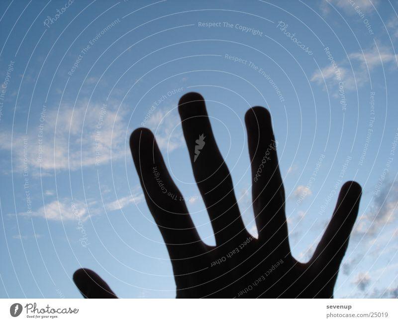 Schatten im Himmel Hand Wolken dunkel Finger Fototechnik