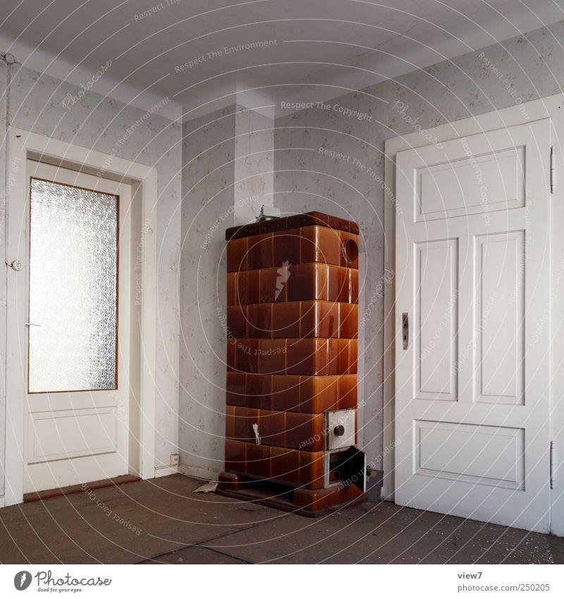 heimelig alt Fenster Wand Mauer Gebäude Innenarchitektur Tür Raum natürlich groß Ordnung Energiewirtschaft authentisch Häusliches Leben trist Warmherzigkeit