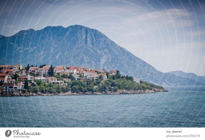 an der Küste Kroatien´s Natur Wasser blau grün Sommer Ferien & Urlaub & Reisen Meer Wolken Freiheit Berge u. Gebirge Landschaft Freizeit & Hobby Europa Urelemente Dorf entdecken