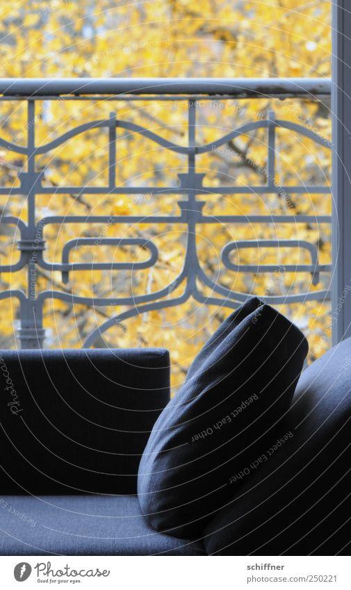 Heute ein bisschen entspannen... Häusliches Leben Wohnung Dekoration & Verzierung Möbel Sofa Wohnzimmer Erholung Kanapee Kissen Geländer verziert Ruhemöbel